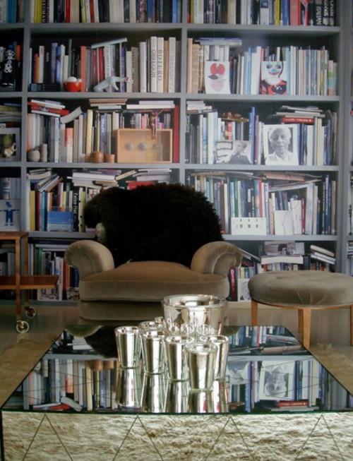 coole Tapetenmuster die Bücherregale nachmachen hausbibliothek glastisch