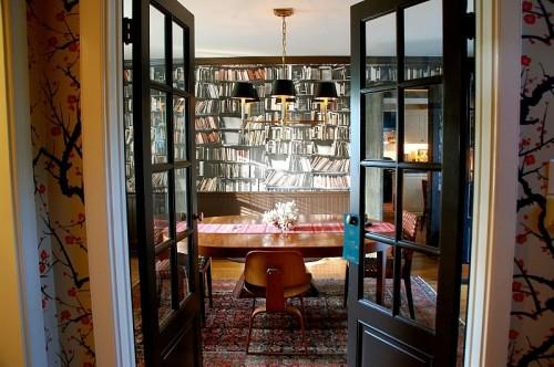 coole Tapetenmuster die Bücherregale nachmachen türen pendelleuchten