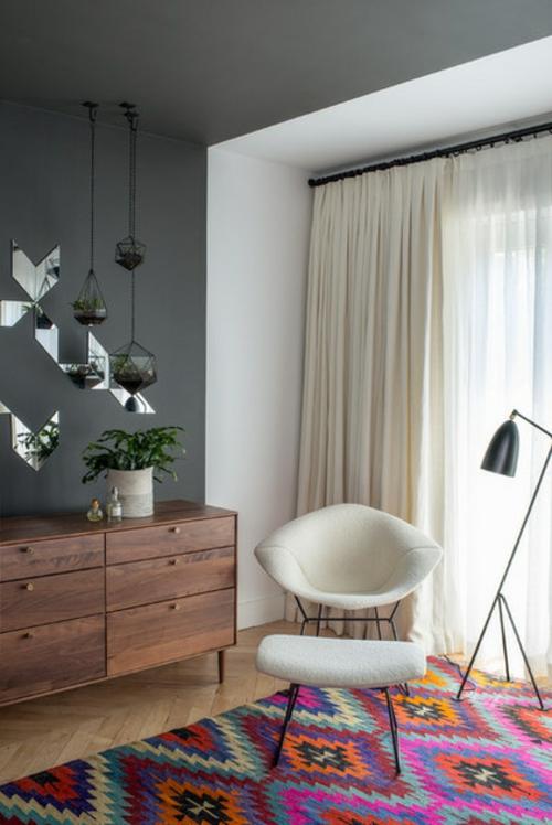 coole wandgestaltung mit farben in grau mit spiegelstücken