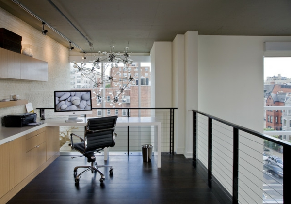 das eigene büro zu hause elegant mit filigraner kristallkronleuchter