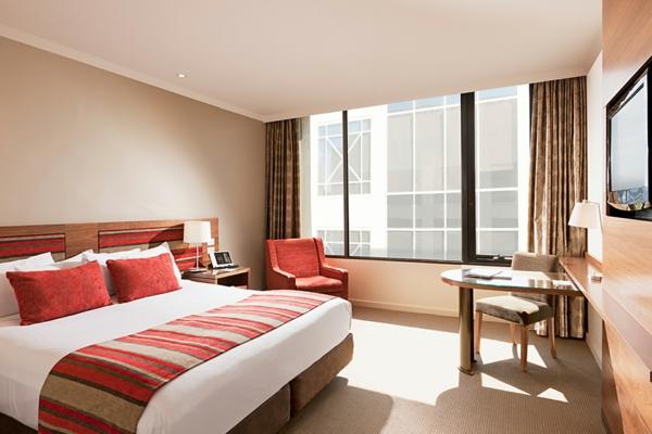 das private gästezimmer neu gestalten fenster gardinen bettwäsche