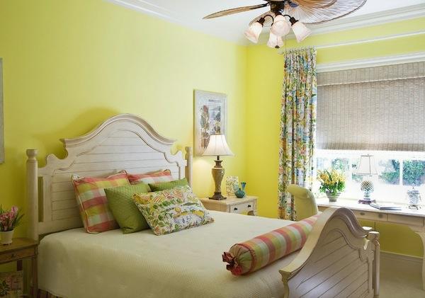 das private gästezimmer neu gestalten gelb wand frisch design