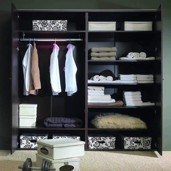 den kleiderschrank organisieren aufbewahrungsboxen mit floralen mustern