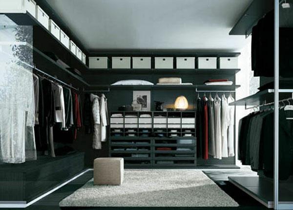 den kleiderschrank organisieren dunkle oberfläche weiße aufbewahrungsboxen
