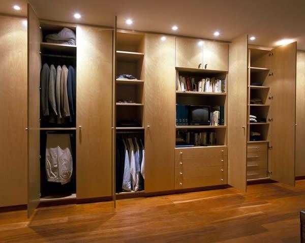 den kleiderschrank organisieren eingebaut mit türen