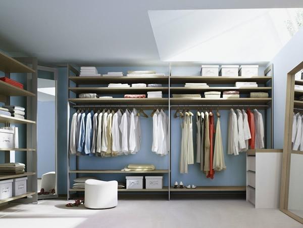den kleiderschrank organisieren im  dachgeschoss