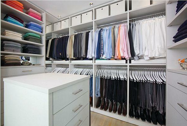 den kleiderschrank organisieren minimalistisches design weiß