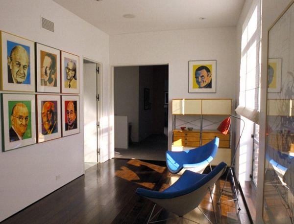 designer coconut stuhl in himmelblau und porträte