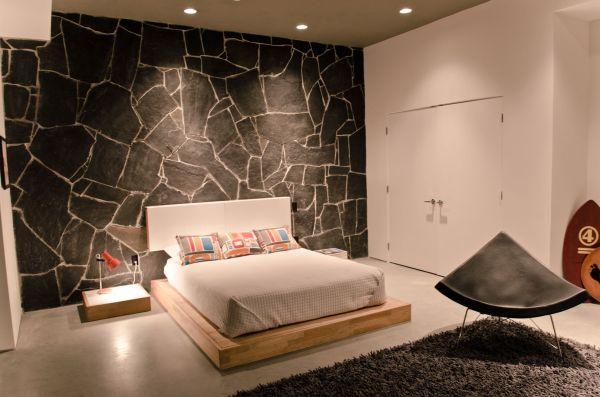 designer coconut stuhl steinplattenwand einbauleuchten