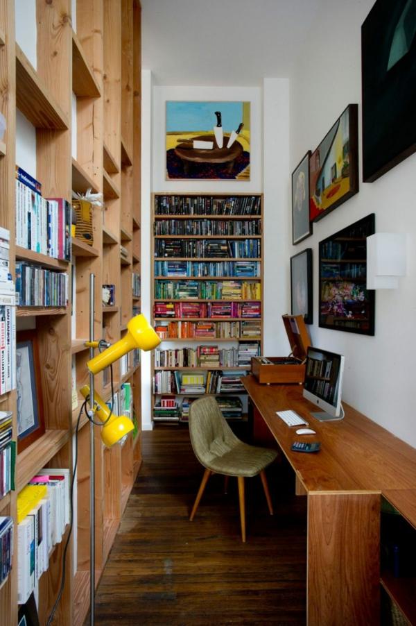 ein eklektisches haus private bibliothek und schreibtisch zitronengelbe stehlampe