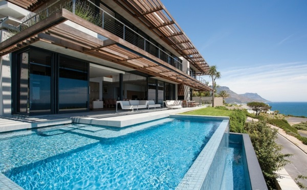 Eine Moderne Luxus Residenz Mit Zwei Ebenen Pool