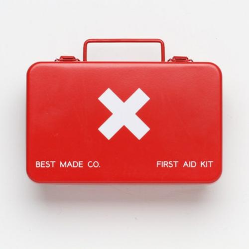 erste hilfe im haus metalltasche knall rot mit weißem kreuz