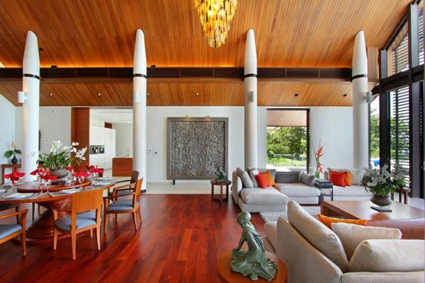 exotische luxus villa deckenhohe säulen kirschbaumholz parkett