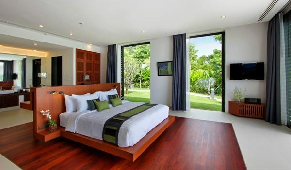 exotische luxus villa edle holztextur mit grober maserung in rötlichen nuancen