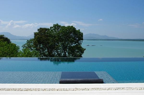 exotische luxus villa in smaragdgrün und himmelblau