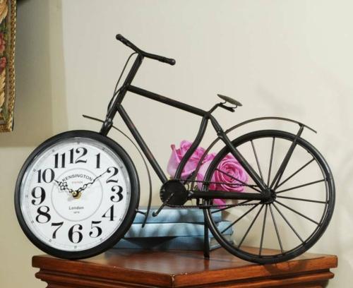fahrräder als sommerdeko originelle uhr