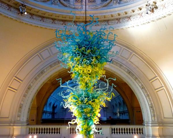 Fantastische Dekoration aus Glas - Chihuly Glasskulptur Installation