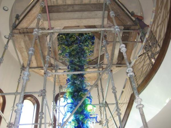 fantastische dekoration aus glas säule