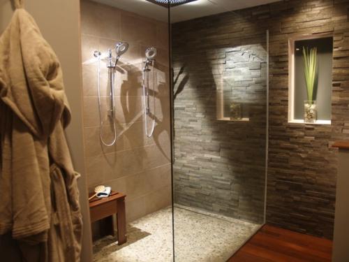 fliesen aus naturstein für ihr badezimmer - Naturstein Deko Wohnzimmer