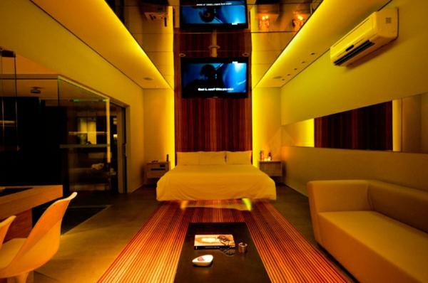 futuristische schlafzimmer designs gestreifter teppich und led fernseher