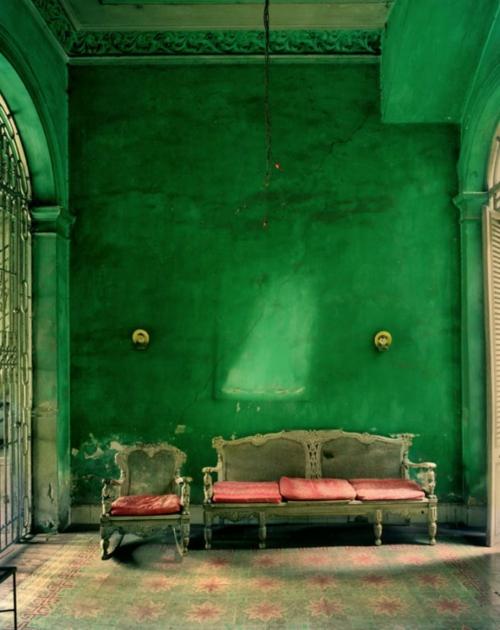 gesättigte grüne wände grunge stil attraktiv gestaltet