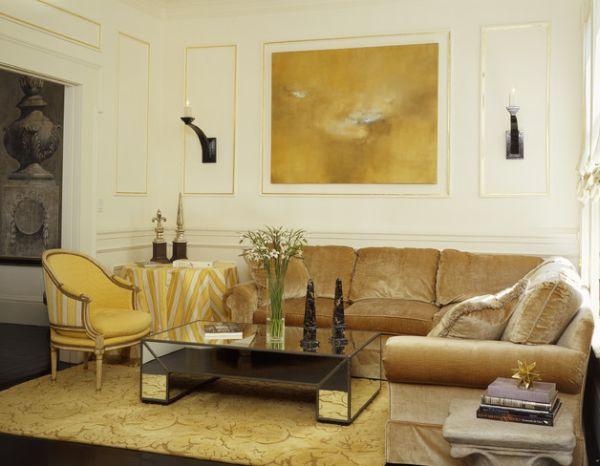 goldene akzente komfortables sofa in ocker abstrakte kunst