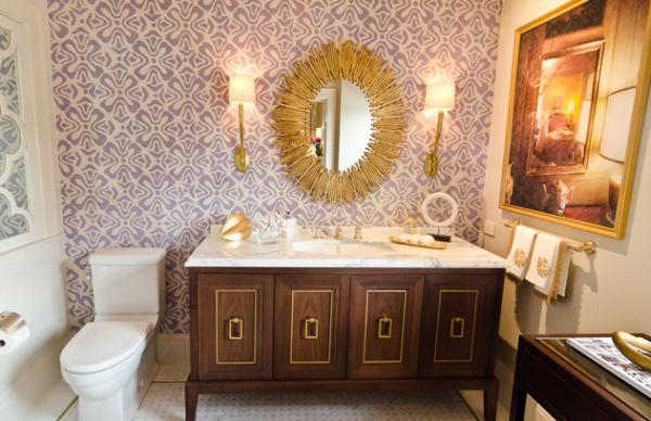 goldene akzente kommode mit marmoroberfläche tapete mit floralen mustern