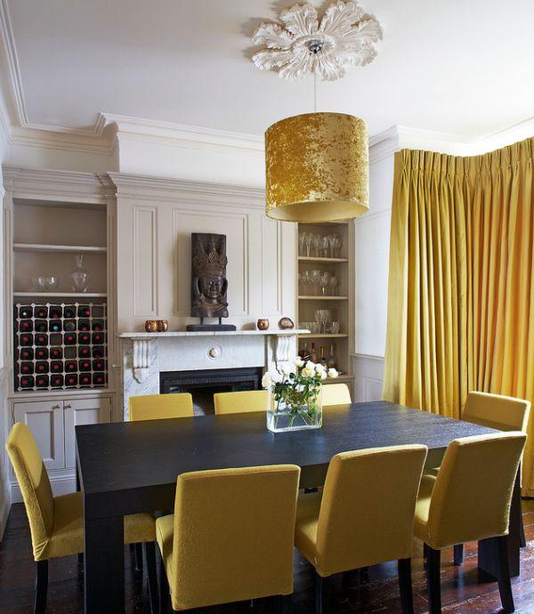 goldene akzente minimalistischer esstisch eleganter lampenschirm im antiklook