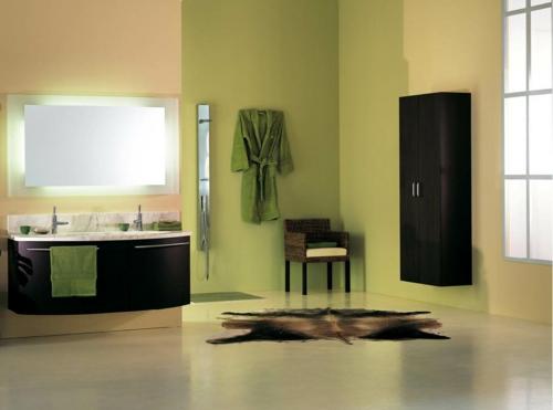 gut designtes Badezimmer wandgestaltung grün wand läufer waschschrank
