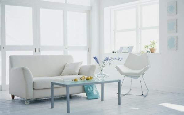 inneneinrichtung in weiß sofa couchtisch pastellfarbe sessel