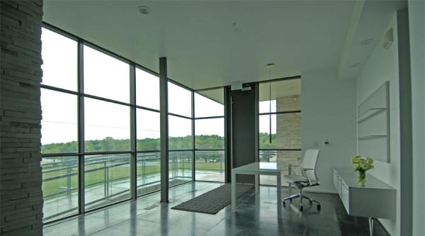intelligente fenster designs minimalistisch weiß in der lobby