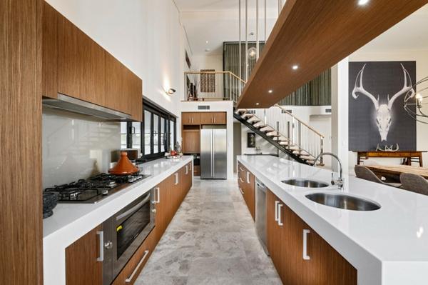 schickes küchen design ovale spülbecken weiße glänzende oberfläche