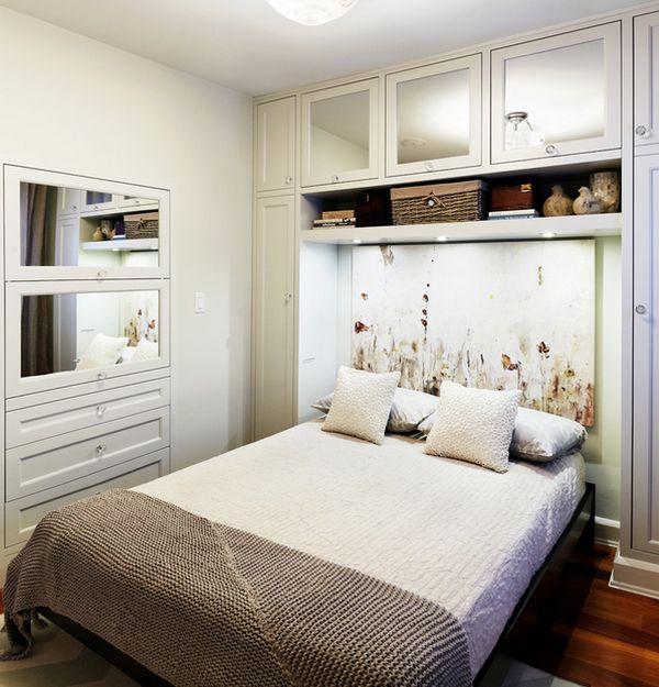 kleine schlafzimmer abstrakte kunst kopfteil spiegelkommode