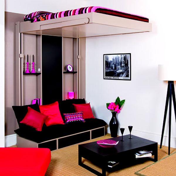 kleine schlafzimmer hochbett schwarze möbel feuerrote und magenta akzente