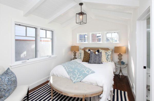 kleine schlafzimmer kreativ gestalten hängelampe laterne gestreifter teppich