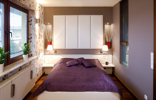 kleine schlafzimmer kreativ gestalten lila bettwäsche wandtattoo
