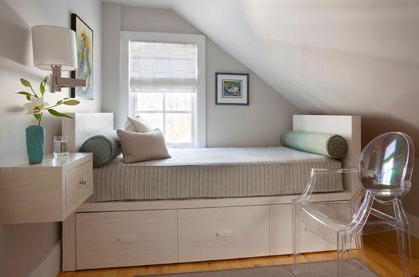 kleine schlafzimmer kreativ gestalten viel stauplatz unter dem bett