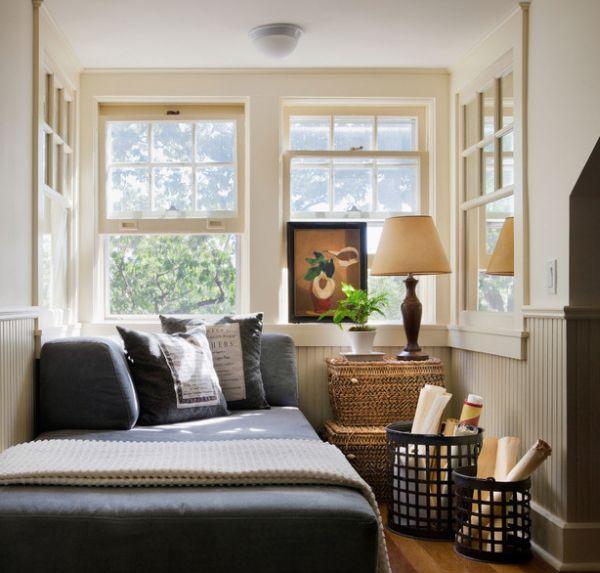 kleine schlafzimmer rattan körbe weiße wolldecke
