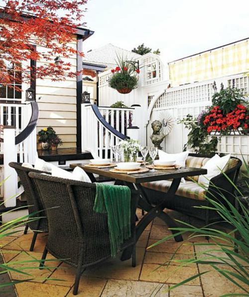 kleine urbane Garten Designs fußboden fliesen rattan sessel vintage