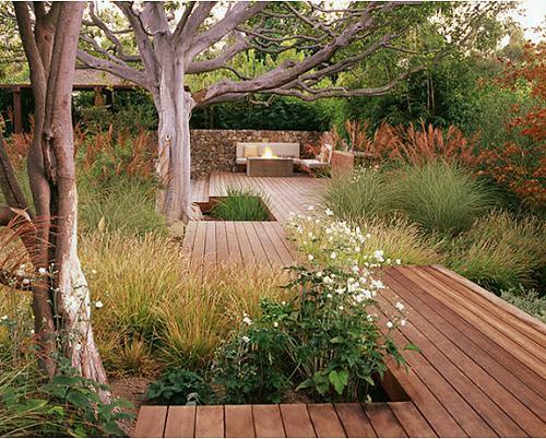 kleine urbane Garten Designs holz bodenbelag baum pflanzen