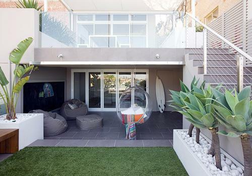 kleine urbane Garten Designs holz bodenbelag gras fliesen fußboden