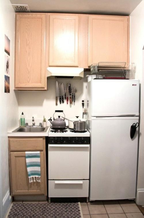 kompakte Küchen Designs modern spüle schrank kühlschrank schiene