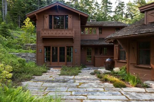 landschaftsarchitektur und design mit nachhaltig gewonnenem holz fassade hütte