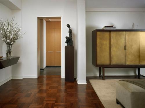 luxus mit blattgold dekoration aktenschrank und fraustatuette