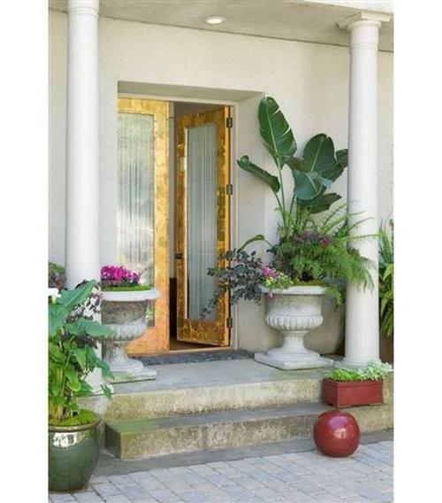 luxus mit blattgold dekoration elegante türrahmen und weiße säulen