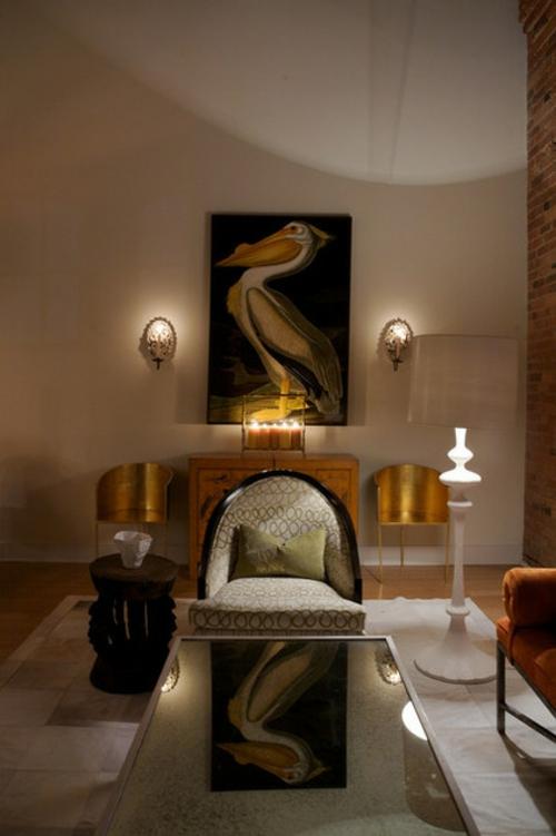 luxus mit blattgold dekoration mit retro sessel und pelikan gemälde