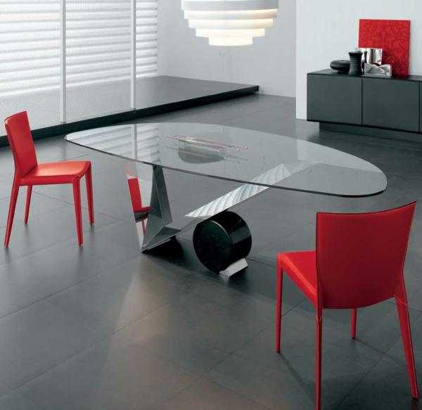 möbel esszimmer abstrakt formen linien rot geposltert stühle glastisch
