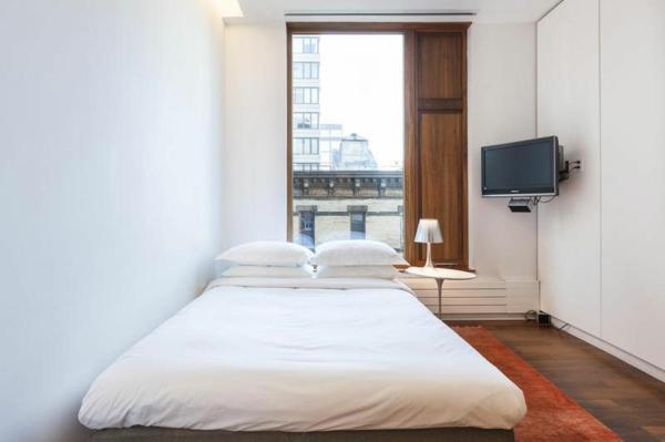 modernes haus in SoHo schlafzimmer doppelbett kompakt