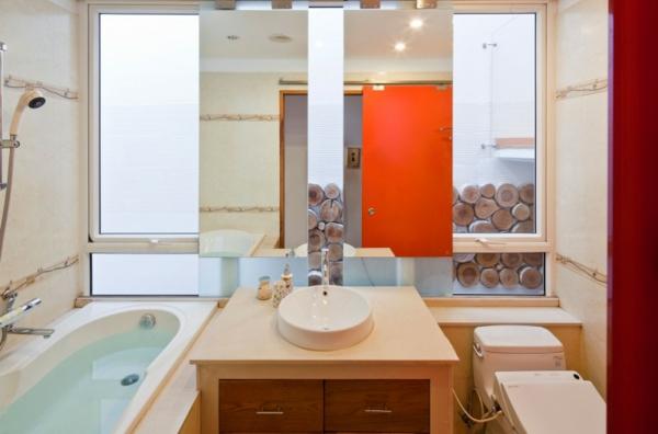 nachhaltiges haus design elegante badeinrichtung orange schiebetür