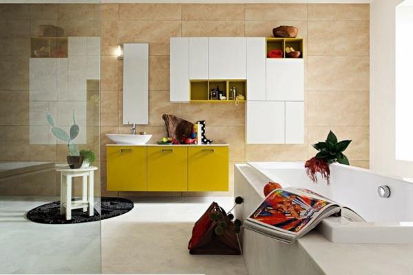 praktische Einrichtungsideen fürs Badezimmer badewanne gelb
